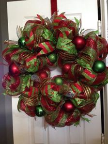 (Inspiration: This beautiful wreath was found on the Beg Barter Katy site on Facebook!, but was used as our model for the basic wreath we will be making.)